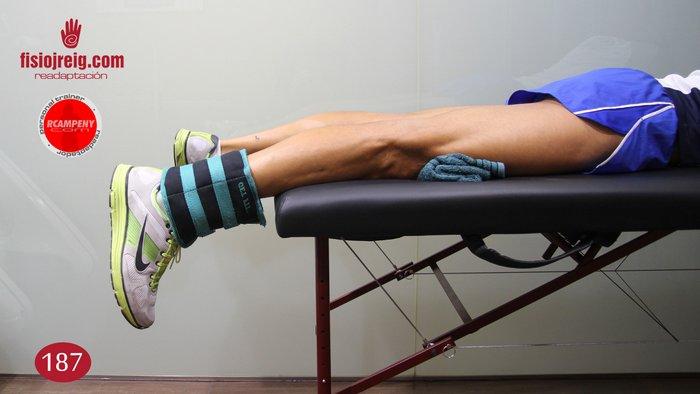 Ejercicio estiramiento exterior rodilla