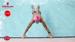 Ejercicio de estabilidad en piscina