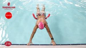 Ejercicio de estabilidad en piscina con flotador