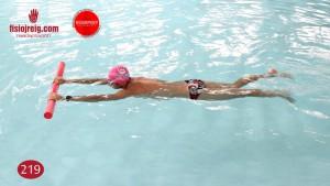 Ejercicio técnica de natación piernas crol