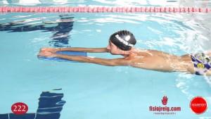 Ejercicio técnica de natación estabilidad con flotador
