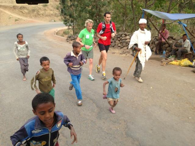 Corriendo con niños etíopes
